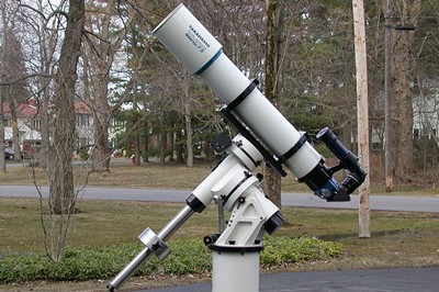 What is a refracting telescope u uses lens as its optical element