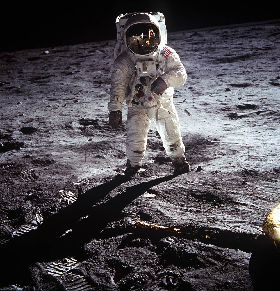 Who and how discovered the moon 62
